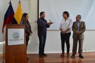 FemRock Ecuador entrega reconocimiento Valdivia 2018 a Diane Rodríguez activista por los derechos de la diversidad (2)
