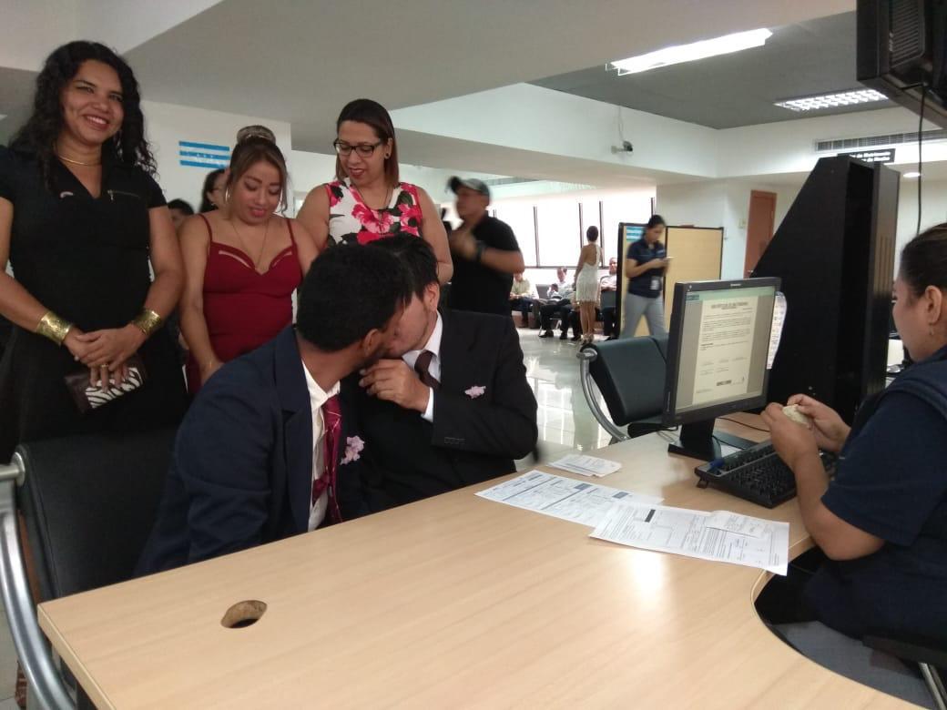 3er matrimono homosexual en Ecuador y el 1ero de hombres gays - Cámara LGBT Comercio Ecuador - Asociación Silueta X 12.jpg