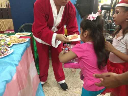 Agasajo de niños con VIH - SIlueta X - Cámara LGBT - Transmasculinos Ecuador 2019 -niños enfermeddes catastroficas (30)