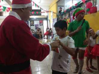 Agasajo de niños con VIH - SIlueta X - Cámara LGBT - Transmasculinos Ecuador 2019 -niños enfermeddes catastroficas (34)