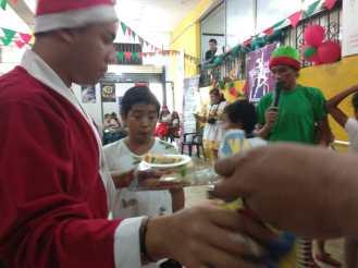 Agasajo de niños con VIH - SIlueta X - Cámara LGBT - Transmasculinos Ecuador 2019 -niños enfermeddes catastroficas (36)