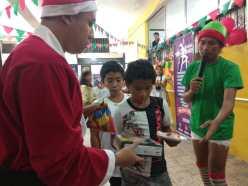 Agasajo de niños con VIH - SIlueta X - Cámara LGBT - Transmasculinos Ecuador 2019 -niños enfermeddes catastroficas (37)