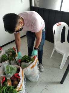 Donación de canastas y alimentos por parte de la Asociación Silueta X, centro Pisco Trans y La Camara LGBT de Comercio Ecuador - Covid19 - Apoyo Prefectura de Pichincha (3)