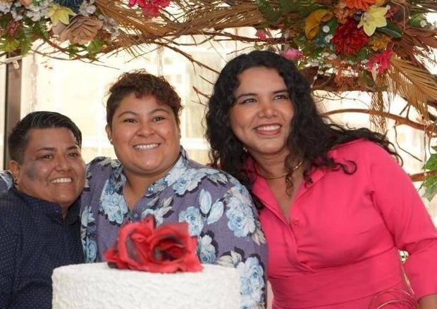 Matrimonio civil del mismo sexo 1 Michelle Aviléz y Alexandra Chavez primer matrimonio de dos mujeres en Ecuador junto Diane Rodriguez